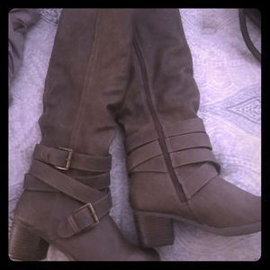 Shoes - Woman's brown boots